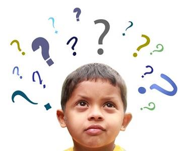Kleiner Junge mit Fragezeichen