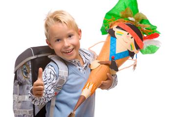 Kind zur Einschulung mit Schultüte
