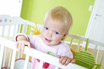 Wann sollten Kinder vom Gitterbett in ein Großes wechseln?
