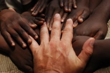 Kindern in Afrika zu Weihnachten helfen