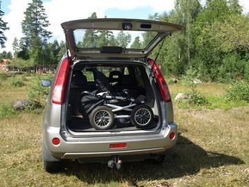 Kinderwagen, der wenig Platz im Auto braucht