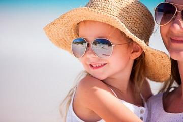 Sollen Kinder Sonnenbrillen tragen?