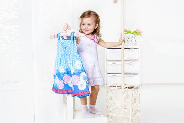 Tochter liebt Kleider