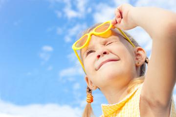Kinder richtig vor der Sonne schützen