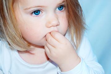 Kindern das Fingernägel kauen abgewöhnen