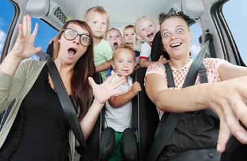 Wie hält man Kinder im Auto bei Laune?