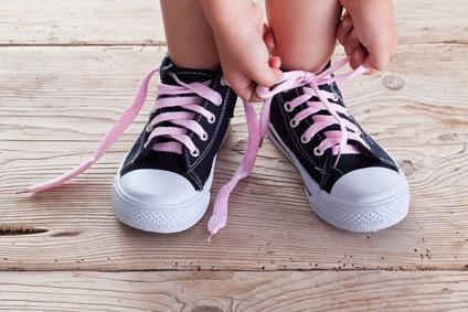 Schuhe binden lernen