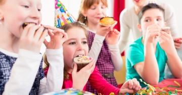 Kindergeburtstag: Essen für die Kinder