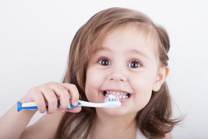 Richtig Zähne putzen bei Kinder